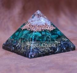 pyramid 4 cm high